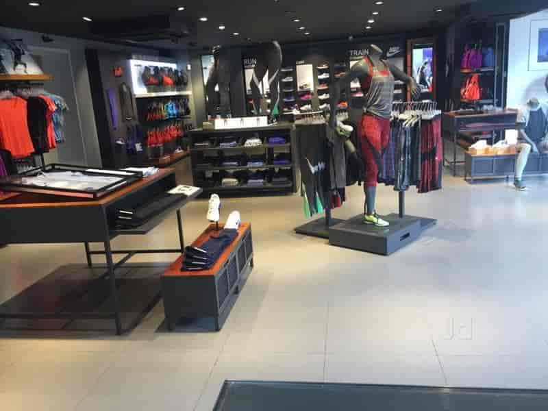 familia real Despedida Permanecer de pié  Nike Store, Brigade Road - Readymade Garment Retailers in Bangalore -  Justdial