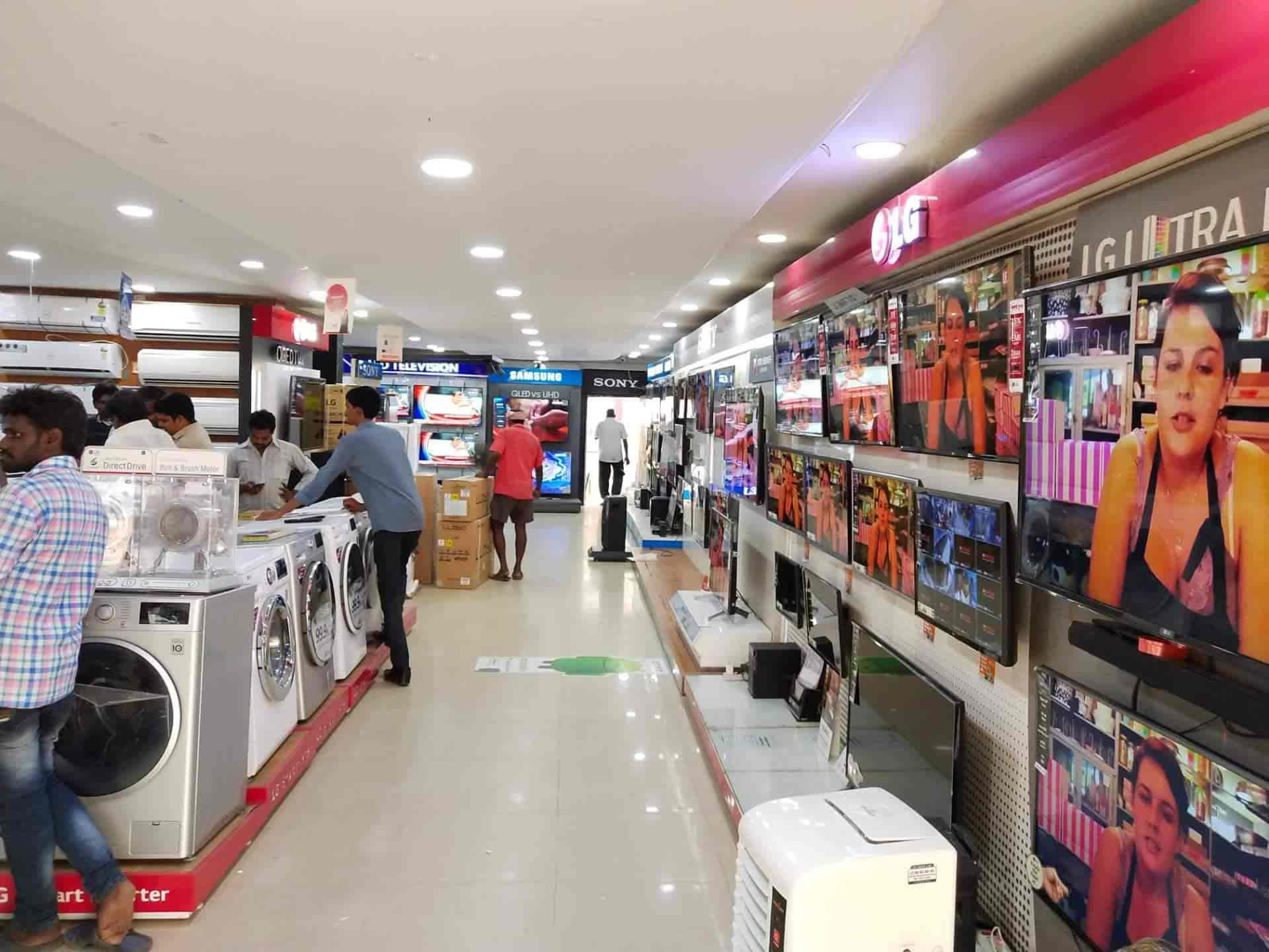 7720096aa6e ... Inside View of Electronic Good Shop - Innovations Shopping Mall Photos,  Bazar, ...