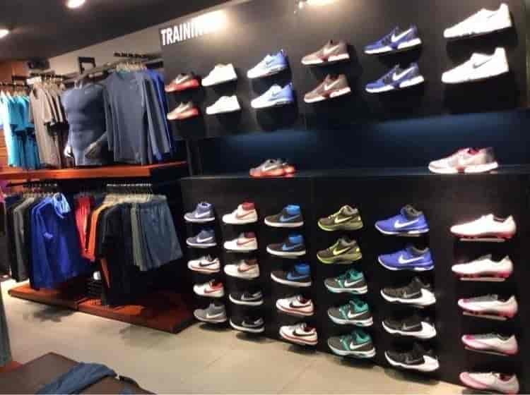 nike shoe outlet store near me