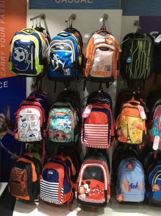 7b02bee8d1bf ... school Bag - Safari Luggage Photos