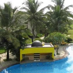 Sunken Bar Royal Orchid Beach Resort Spa Salcette Goa Lounge