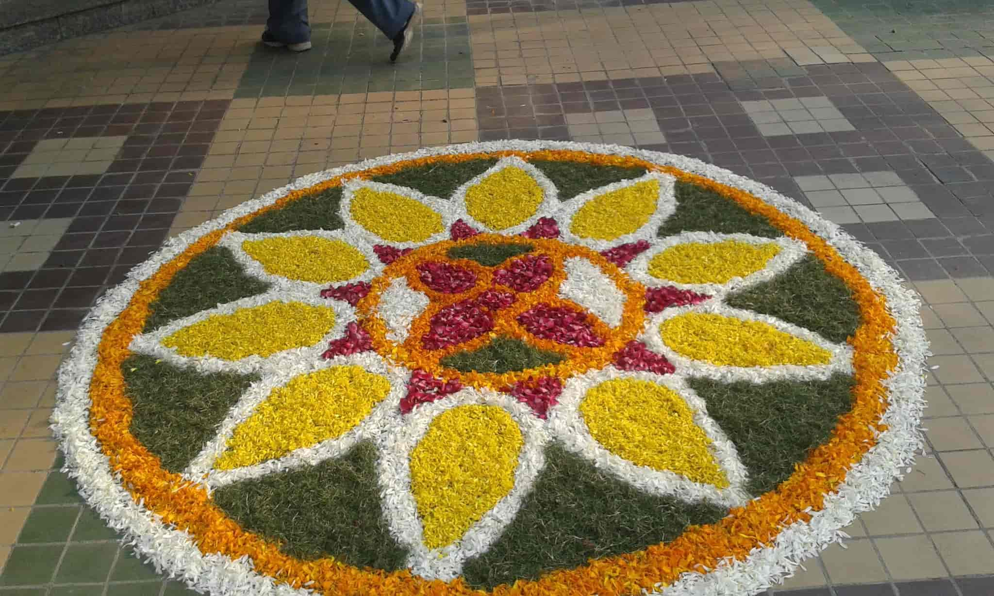 Lotus Flowers Dlf City Phase 2 Florists Home Delivery In Delhi