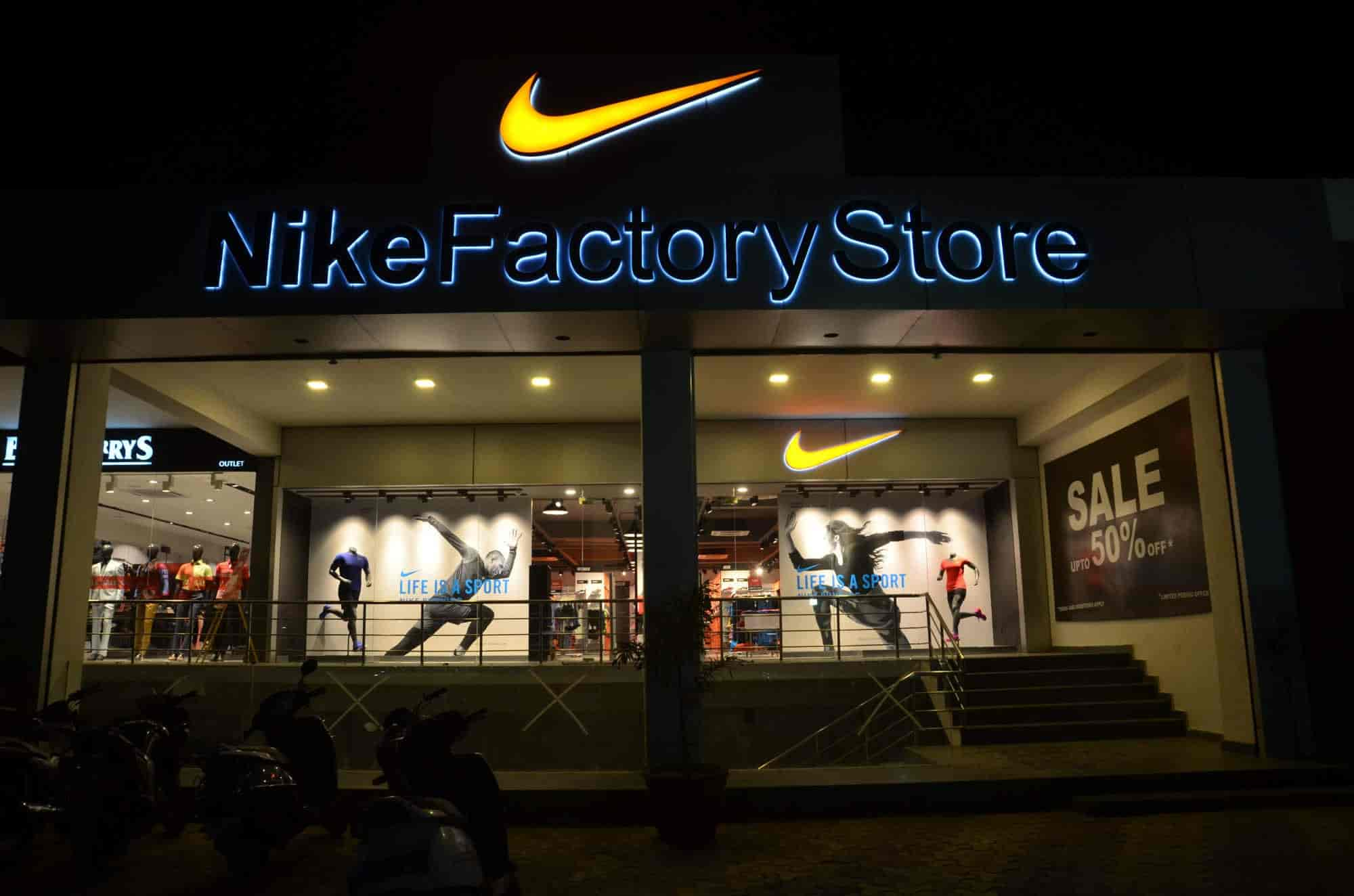 225ea67e0eecf ... Front View of Store - Nike Factory Store Photos, Sector 14, Delhi -  Sports ...