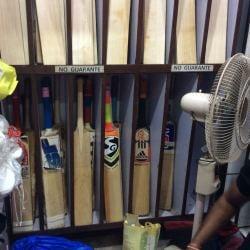 Krishnaveni Cricket Bats Machine Knocking And Repairing Photos Secunderabad Hyderabad Ball Dealers