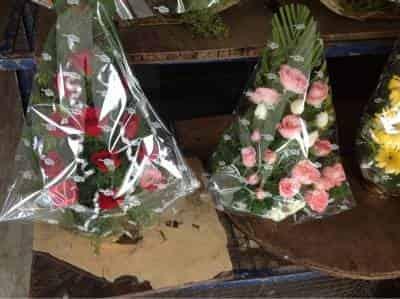 764651c3dfd5 Satish Florist