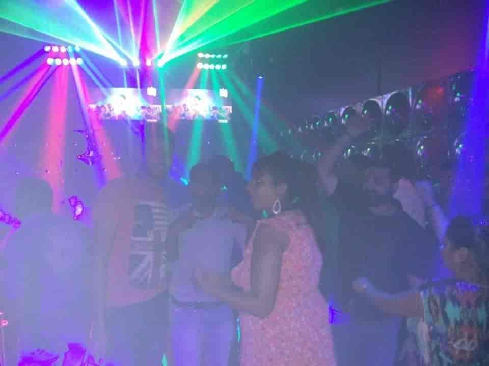 night club in mumbai