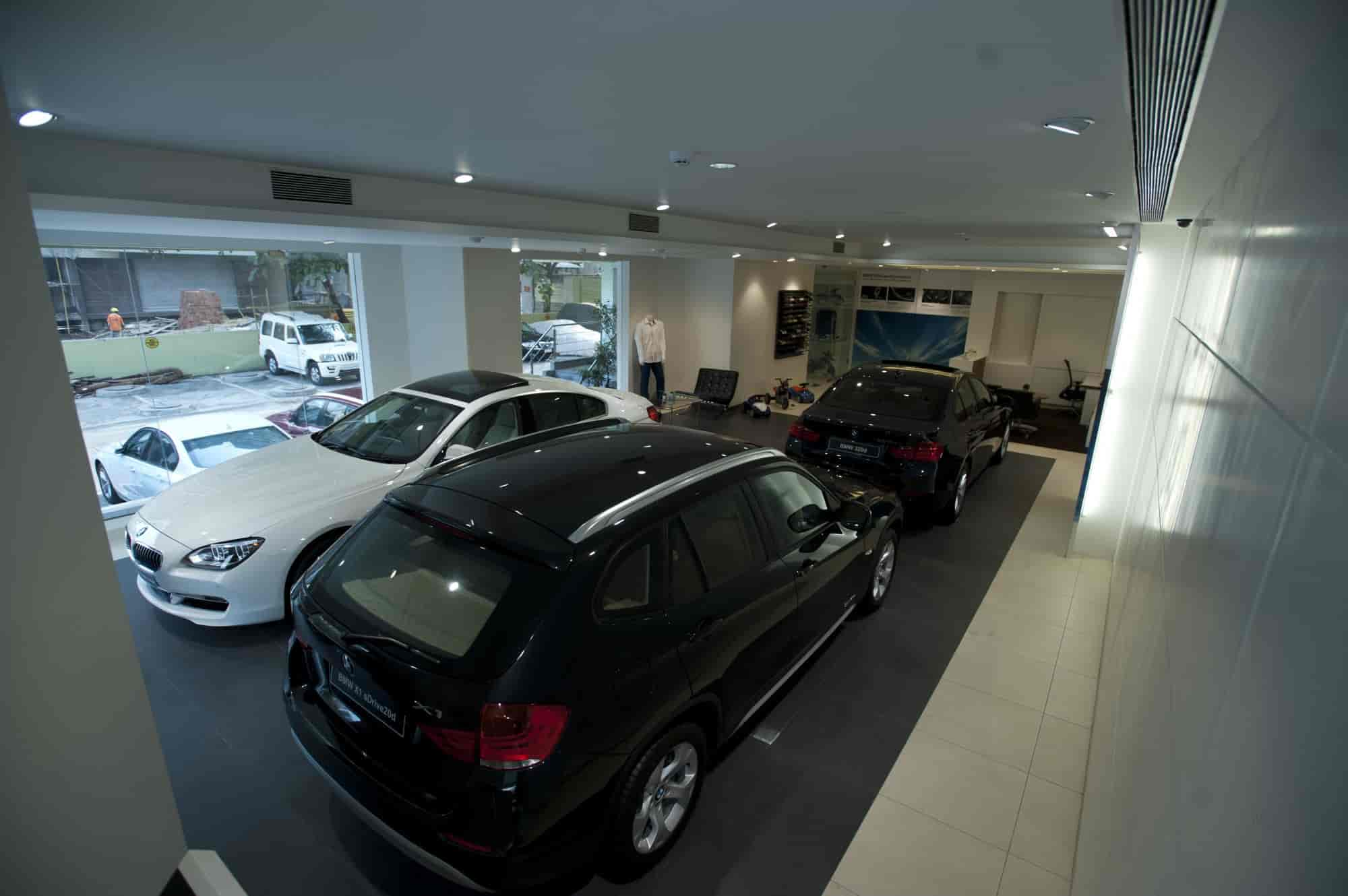 for motoring car opening world wwr the reviews stockport int night wheel infinity infiniti news dealership centre glitzy