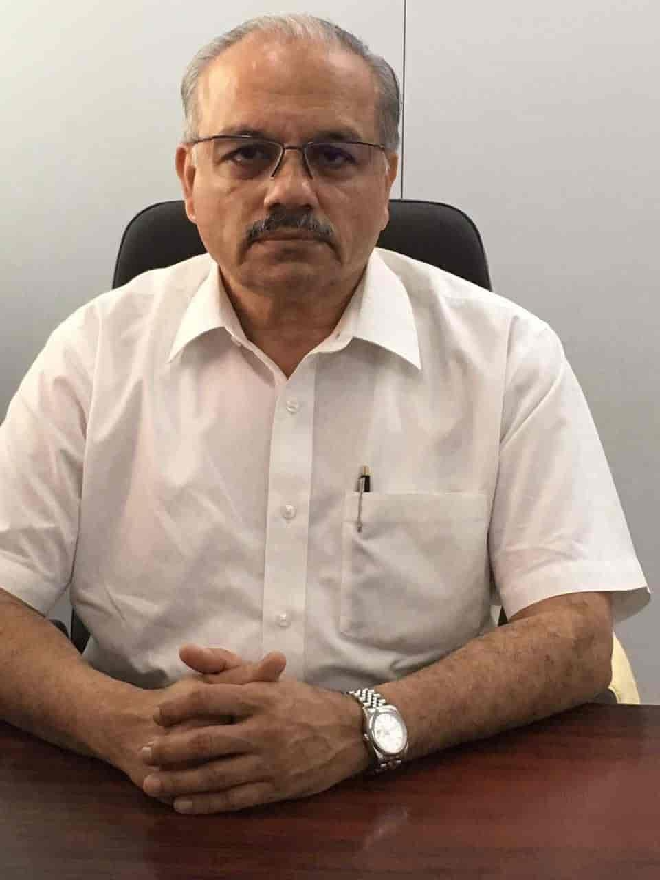 Dr  Milind M Padgaonkar - Orthopaedic Doctors - Book