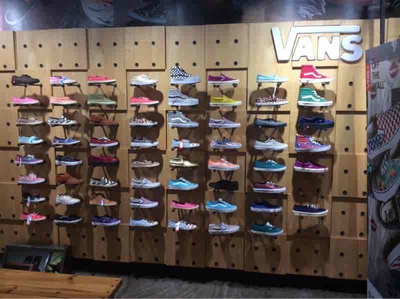 vans chaussures shop in mumbai