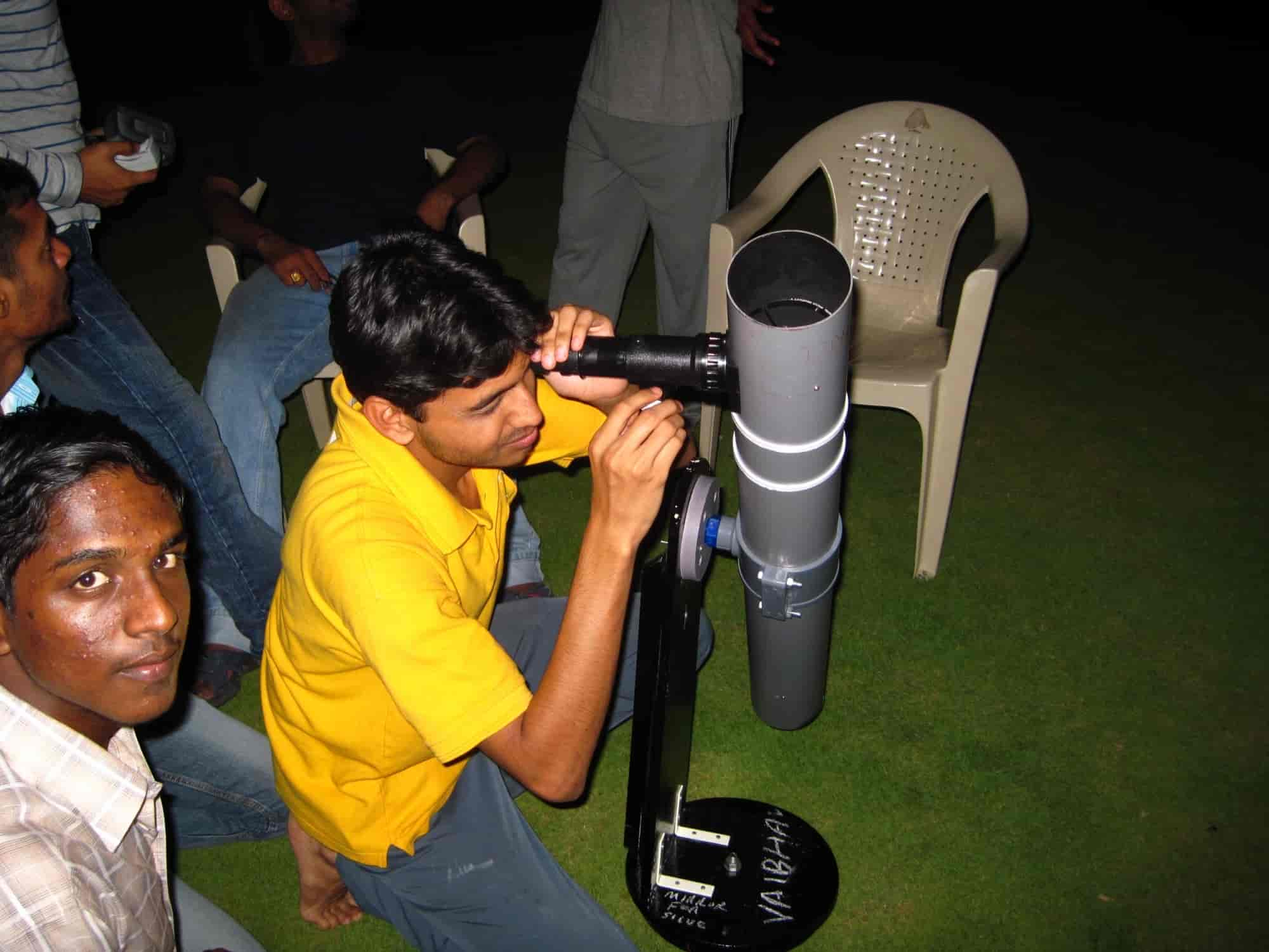 Has Amateur astronomers club for