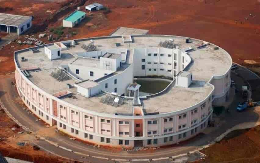 मोफत शस्त्रक्रिया, श्री सत्य साई संजीवनी हॉस्पिटल, हृदयाच्या आकारात बांधलेलं रुग्णालय, Sri Sathya Sai Sanjeevani Hospital, Sri Sathya Sai Sanjeevani Hospital in marathi, फ्री हार्ट हॉस्पिटल