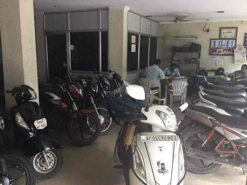 Sri Chitti Auto World Devi Chowk Second Hand Motorcycle Dealers