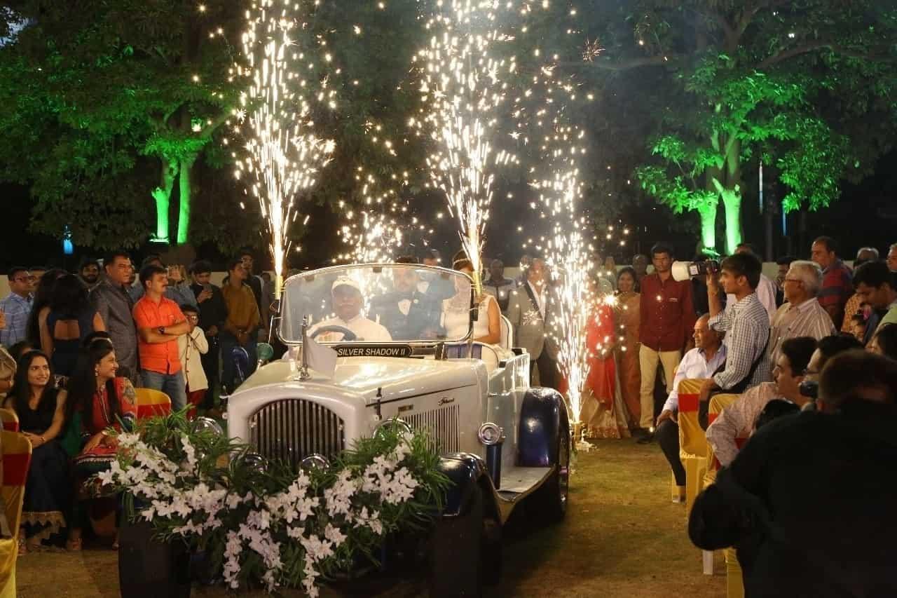 ROYAL Wedding CARS, OPP  SADAR POLICE STATION - Car Hire in