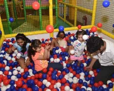 The Riot Room Photos, Manpada Thane West, Thane- Pictures & Images ...