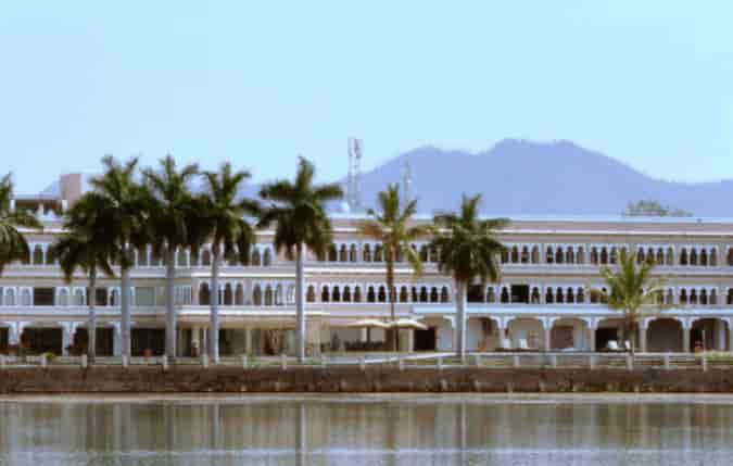 Udaipur Hotels 3 Star Hotel Lakend Ud...
