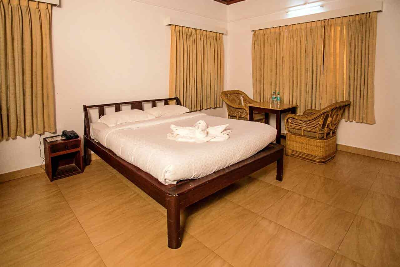 Crescent Family Resort, Sulthan Bathery - 3 Star Hotels in