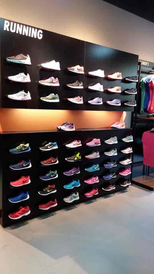 Meseta Honorable bebida  Nike Factory Store, Dahisar - Readymade Garment Retailers in Mumbai -  Justdial