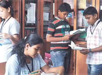 Vinnaithandi varuvaya song whatsapp status
